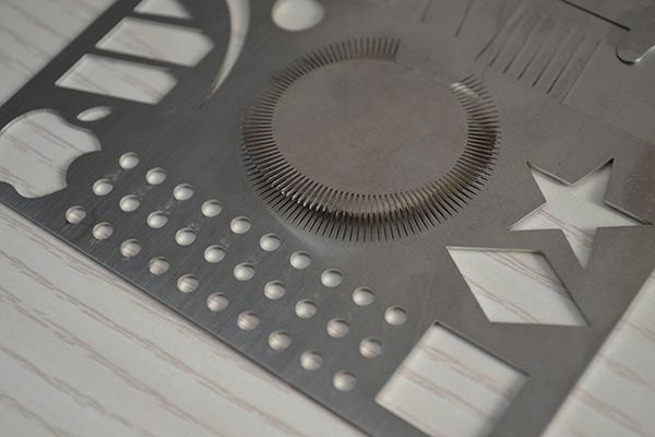 High-precision laser cutting stainless steel serrated